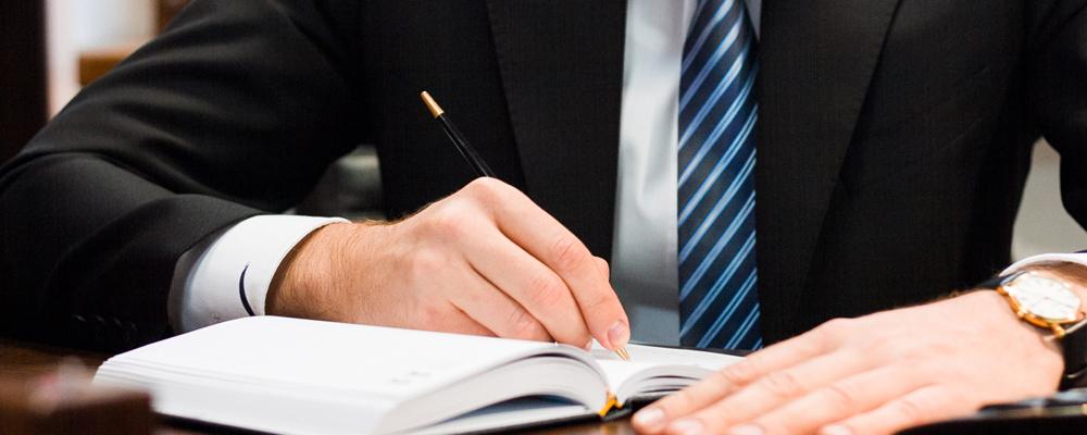 Профессия Страховой агент где учиться зарплата необходимые качества